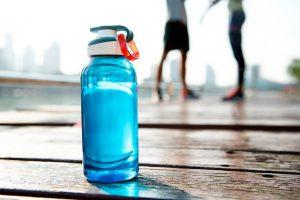 運動には水分補給も必須